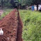 Erster Leitungsgraben zwischen Pumpe und Wassertanks