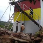Außenanstrich des Reservoirs durch Dorfbewohner (2010)