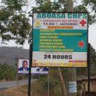 Werbeschild der Klinik