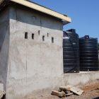 Pumpenhaus mit Polytanks
